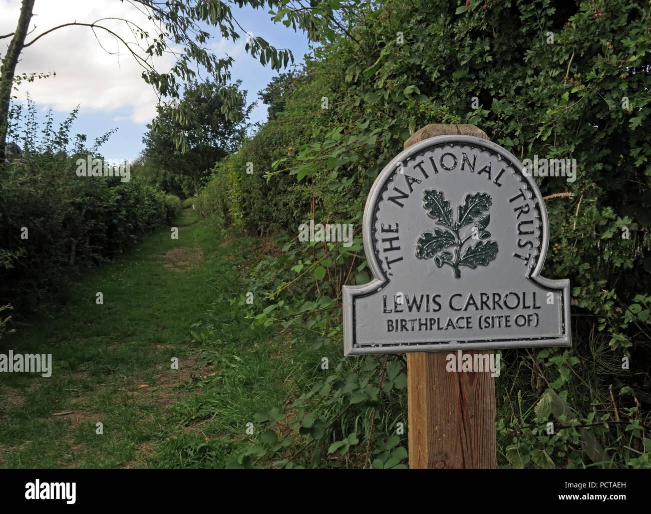 Laden Sie dieses Alamy Stockfoto Pfad zu Lewis Carroll Geburtsort, Morphany Lane, Newton-le-Willows, Warrington, Cheshire, North West England, Großbritannien - PCTAEH