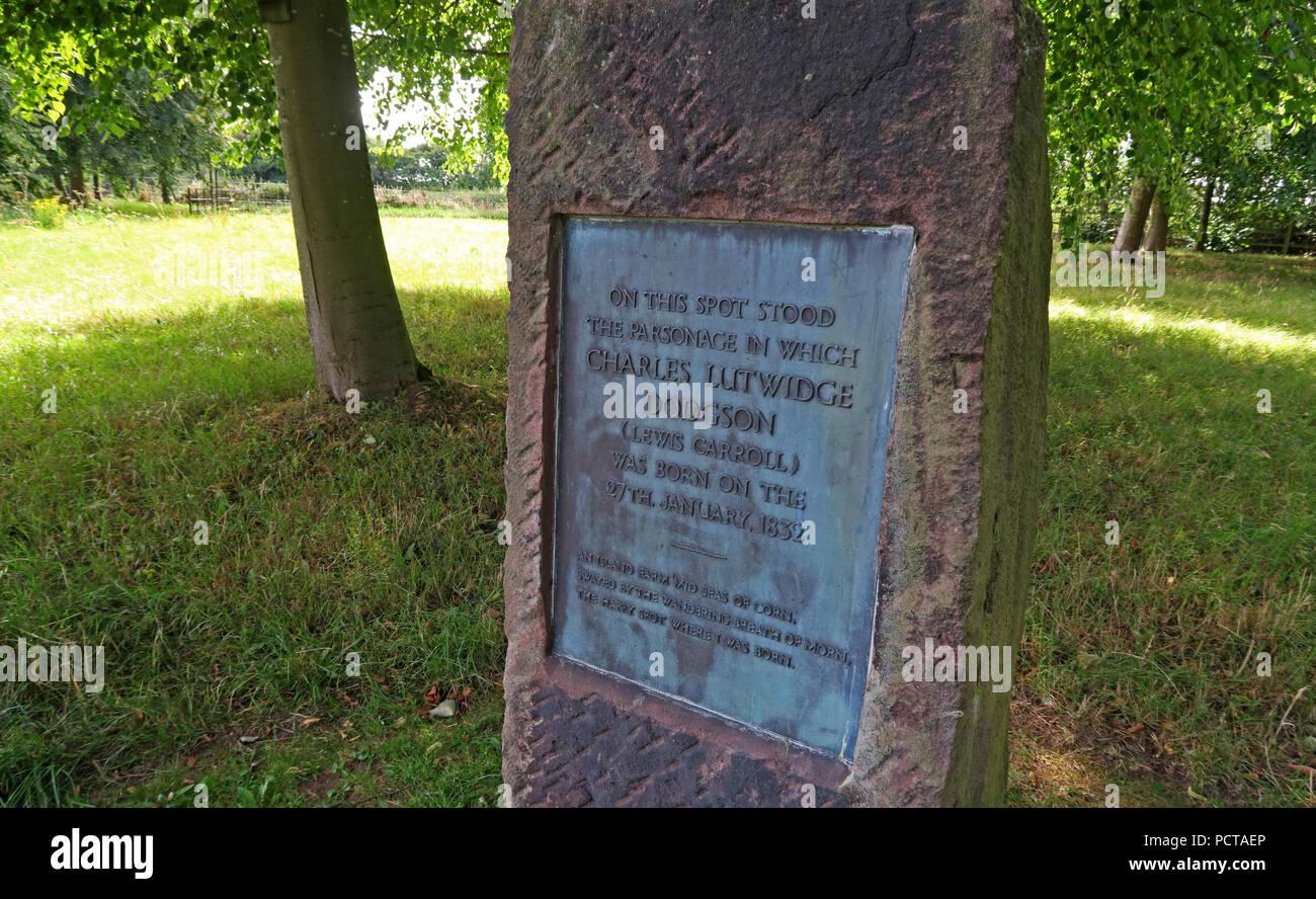 Laden Sie dieses Alamy Stockfoto Lewis Carroll Geburtsort Plakette, Morphany Lane, Newton-le-Willows, Warrington, Cheshire, North West England, Großbritannien - PCTAEP