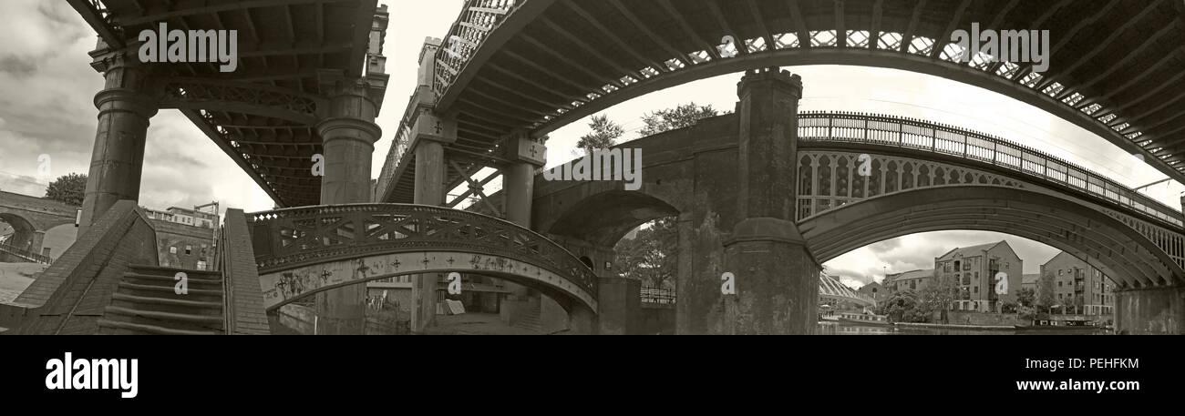 Laden Sie dieses Alamy Stockfoto BW Gusseisen Eisenbahnbrücken, Castlefield, Manchester, North West England, Großbritannien, M3 4LZ - PEHFKM