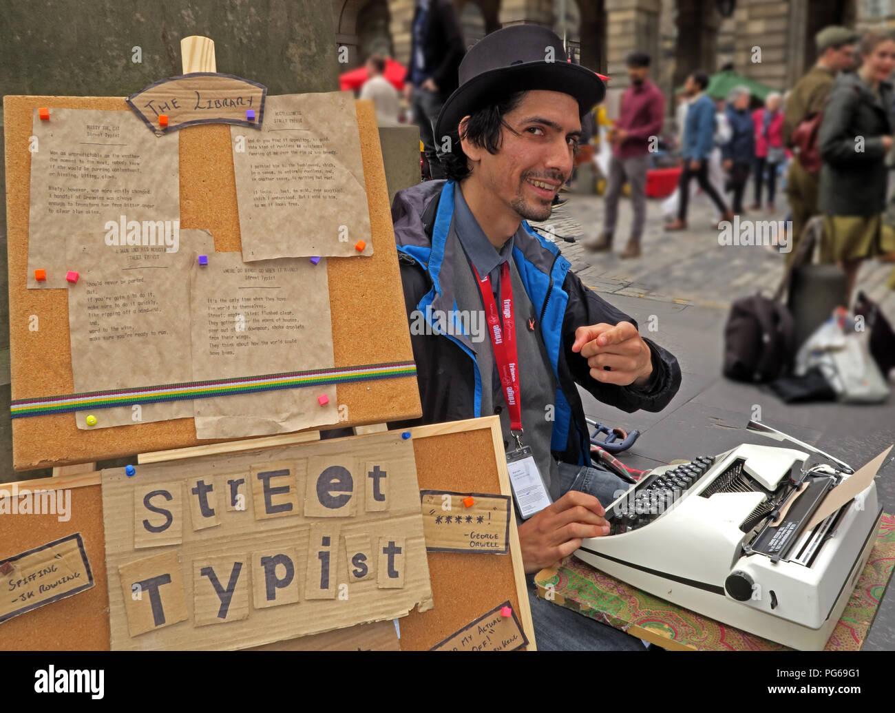 Laden Sie dieses Alamy Stockfoto Straße Schreibkraft, Edinburgh Fringe, High Street, Edinburgh, Lothian, Schottland, Großbritannien - PG69G1