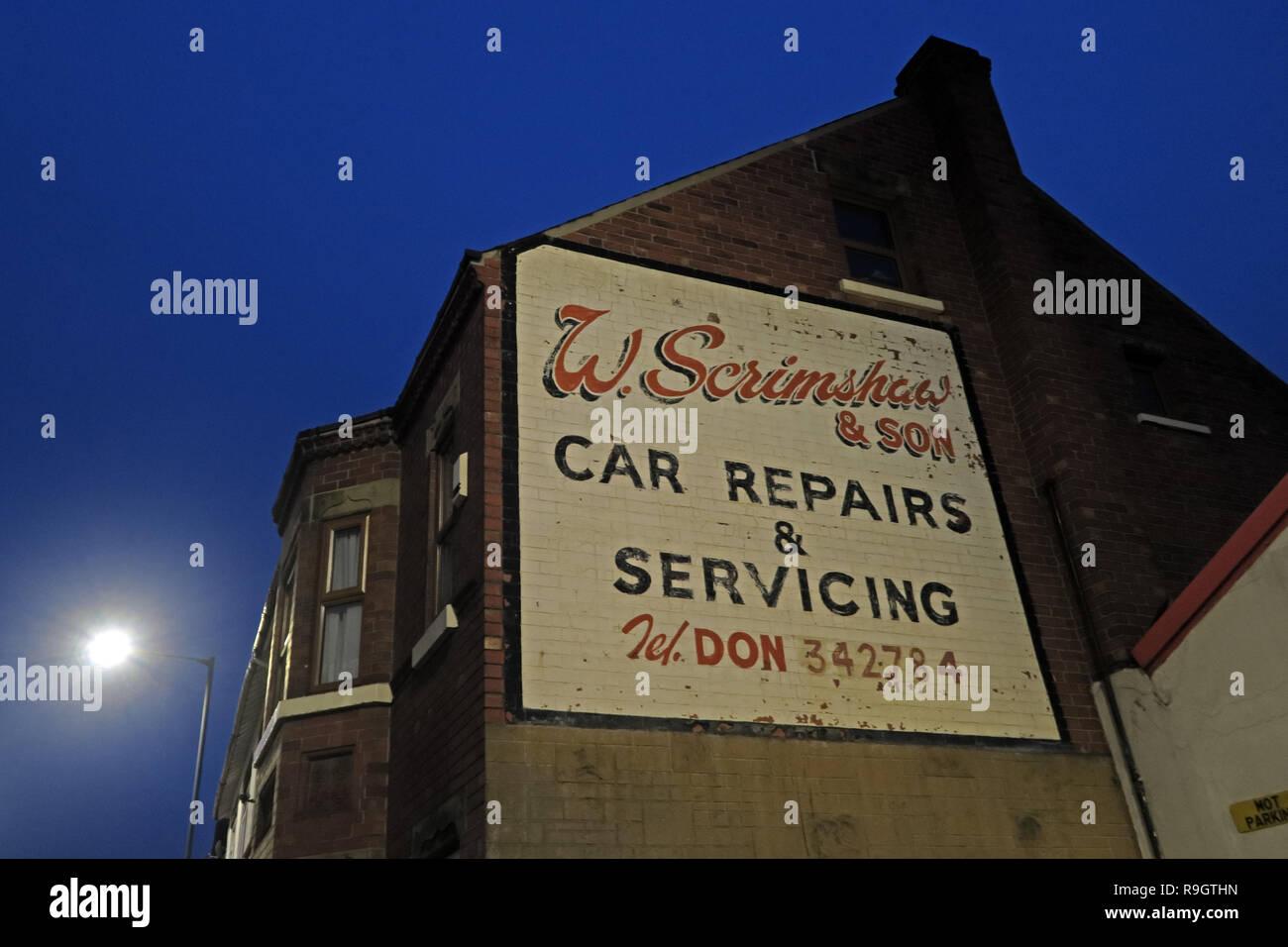 Laden Sie dieses Alamy Stockfoto W. Scrimshaw und Sohn, KFZ-Reparatur und Wartung, Don 342784, Balby Road, Doncaster, South Yorkshire, England, UK, DN 4 0 RE in der Dämmerung - R9GTHN