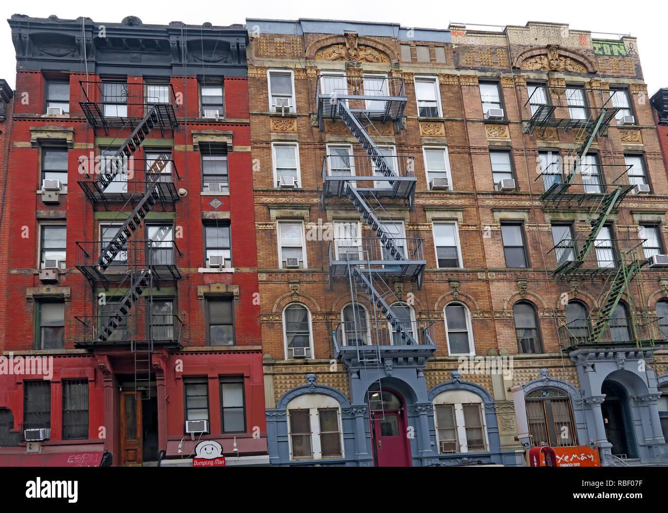 Laden Sie dieses Alamy Stockfoto 98, Saint Mark's Place, East Village, Manhattan Zeppelin Abdeckung mietskasernen von physischen Graffiti album Led, New York City, NY - RBF07F