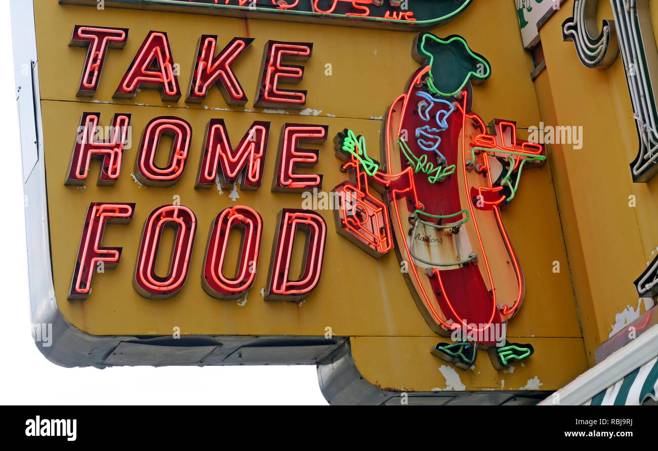 Laden Sie dieses Alamy Stockfoto Nathans Handwerker berühmten Würstchen Frankfurter Original Restaurant, Deli, Fast Food, Coney Island, im Stadtbezirk Brooklyn, New York, NY, USA - RBJ9RJ