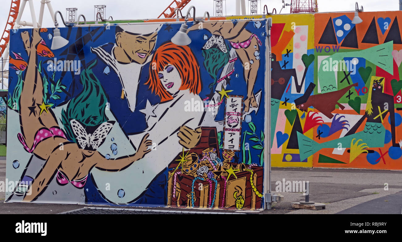 Laden Sie dieses Alamy Stockfoto Coney Wände Kunst - Sailor Holding eine rothaarige Frau - Coney Island Seaside - Brooklyn, New York, NY, USA - RBJ9RY