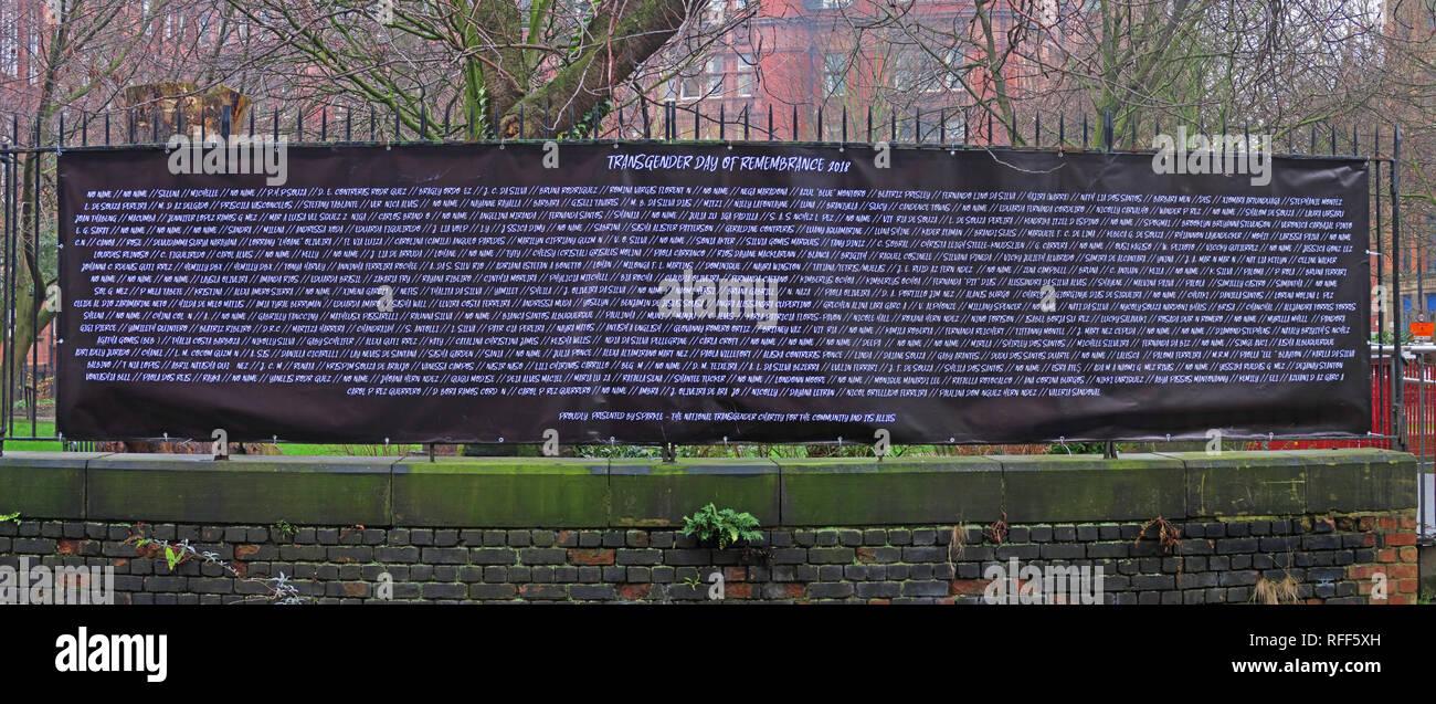 Laden Sie dieses Alamy Stockfoto Namen aus der Transgender Tag der Erinnerung 2018, Canal Street, Manchester, England, Großbritannien, M1 3HN - RFF5XH