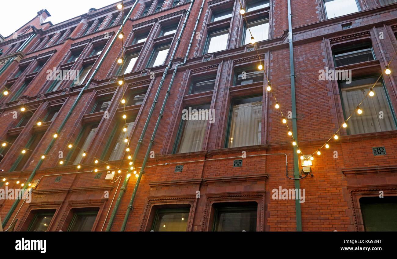 Laden Sie dieses Alamy Stockfoto Innenhof mit Lichtern, Refuge Assurance Company Hauptverwaltung, Oxford Road, Manchester, North West England, VEREINIGTES KÖNIGREICH, - RG98NT