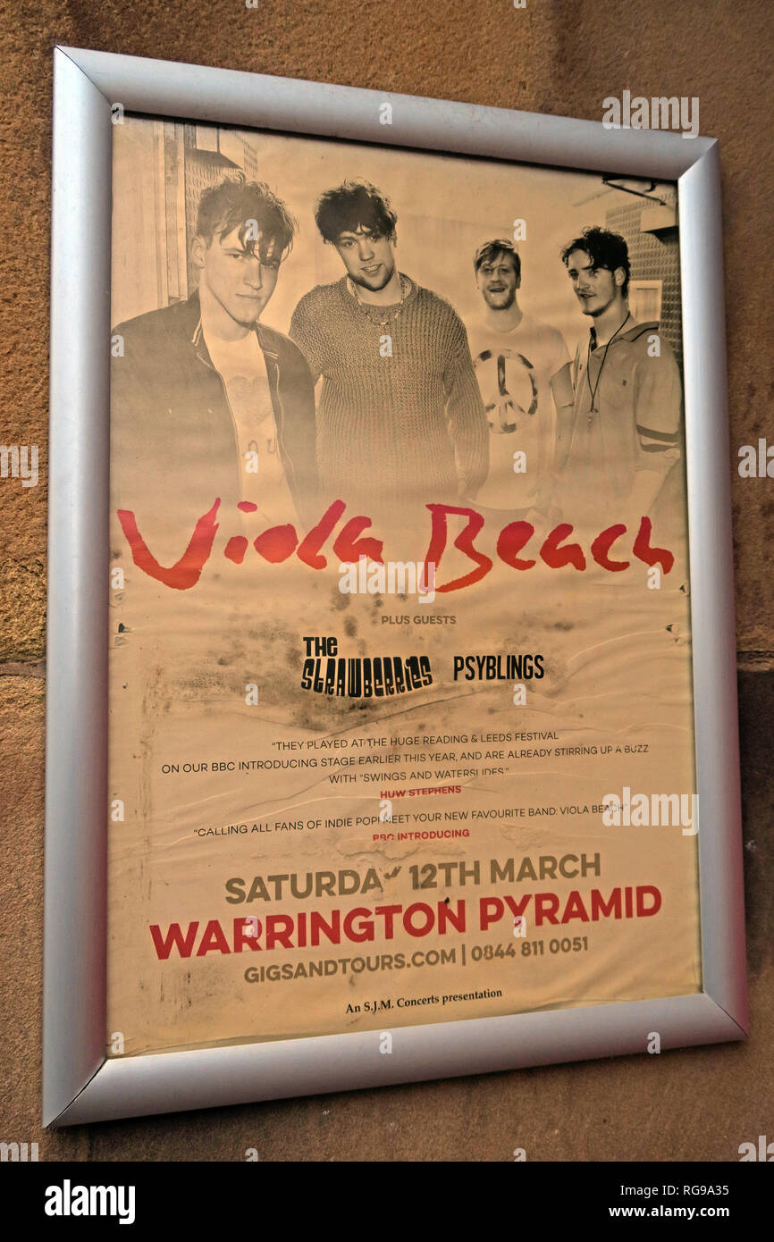 Laden Sie dieses Alamy Stockfoto Vintage Viola Strand Poster, die Lounge, Bar, Springfield St, Warrington, Cheshire, North West England, UK, WA1 1BB - RG9A35