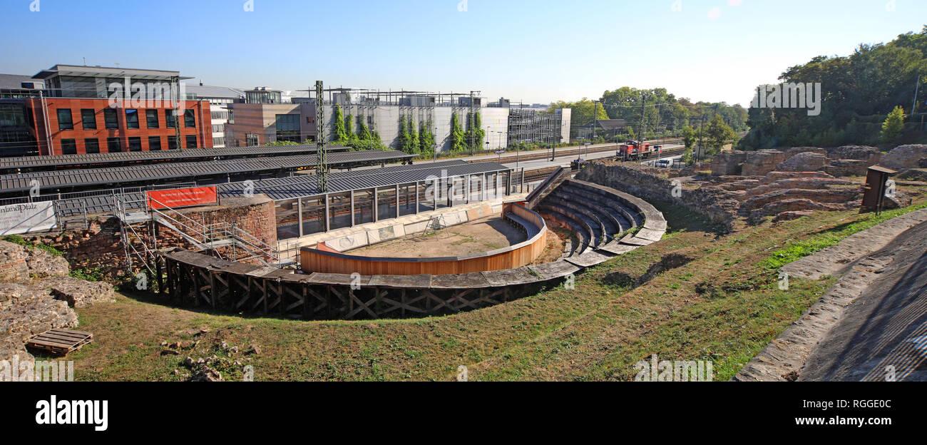 Laden Sie dieses Alamy Stockfoto Römische Theater von Mogontiacum (Mainz), - RGGE0C