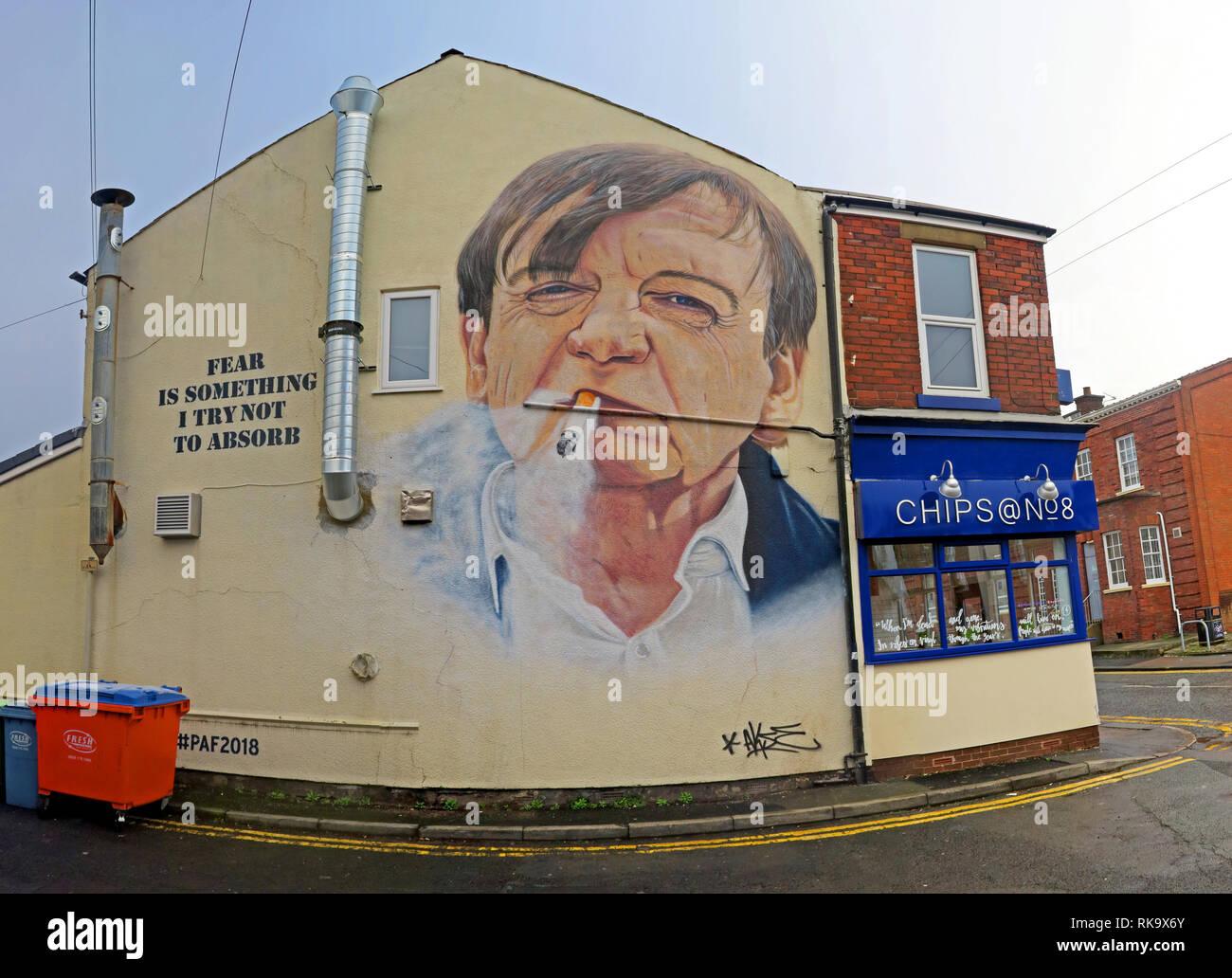 Laden Sie dieses Alamy Stockfoto Angst ist etwas, das ich versuche, nicht zu absorbieren, Clifton Road, Prestwich, der Fall, Mark E Smith Artwork, 8 Clifton Road, Prestwich, Bury M25 3HQ, England - RK9X6Y