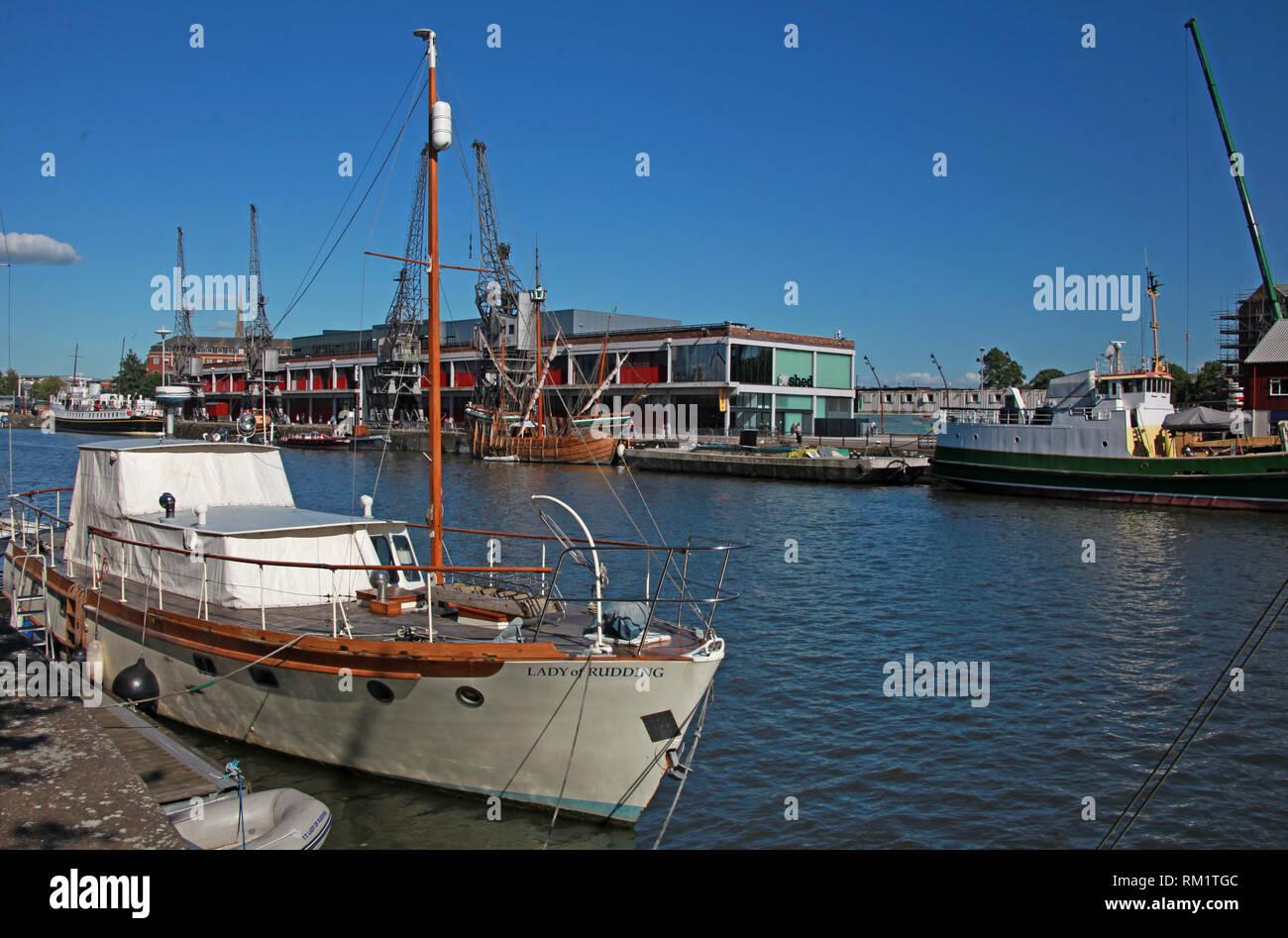 Laden Sie dieses Alamy Stockfoto Motor yacht Lady von Rudding, an der Bristol Docks, Welsh Back, Bristol, Avon, South West England, UK, BS1 4SP - RM1TGC
