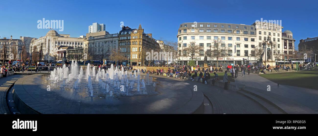 Laden Sie dieses Alamy Stockfoto Manchester Piccadilly Gardens, Panorama, Brunnen und Architektur, breite Bild, Lancashire, England, Großbritannien - RPGEG5
