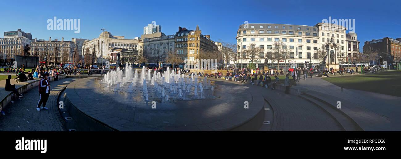 Laden Sie dieses Alamy Stockfoto Manchester Piccadilly Gardens, Panorama, Brunnen und Architektur, breite Bild, Lancashire, England, Großbritannien - RPGEG8