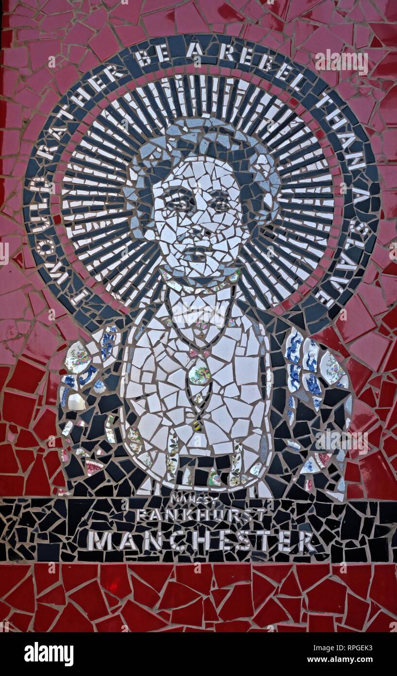 Laden Sie dieses Alamy Stockfoto Ich würde eher ein Rebell sein als ein Sklave, Emily Pankhurst, Manchester Im Afflecks Palace, Northern Quarter, Kirche St, Manchester, England, Großbritannien - RPGEK3