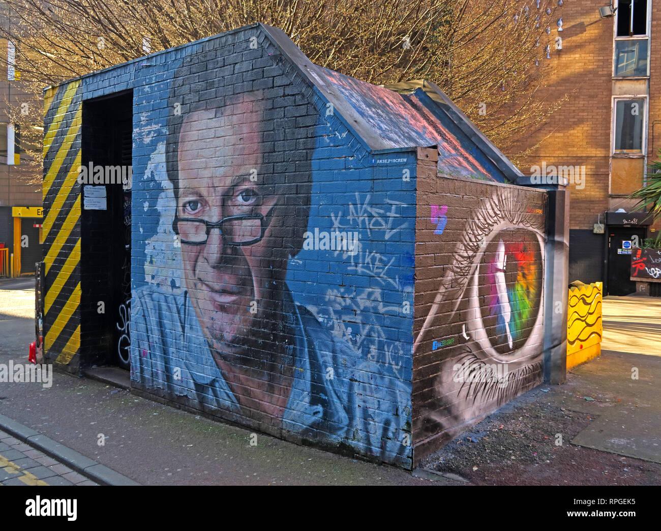 Laden Sie dieses Alamy Stockfoto Tony Wilson (Anthony H Wilson) Wandbild/Artwork, Factory Records Inhaber und Granada Broadcaster, Tib St Manchester, Großbritannien - RPGEK5