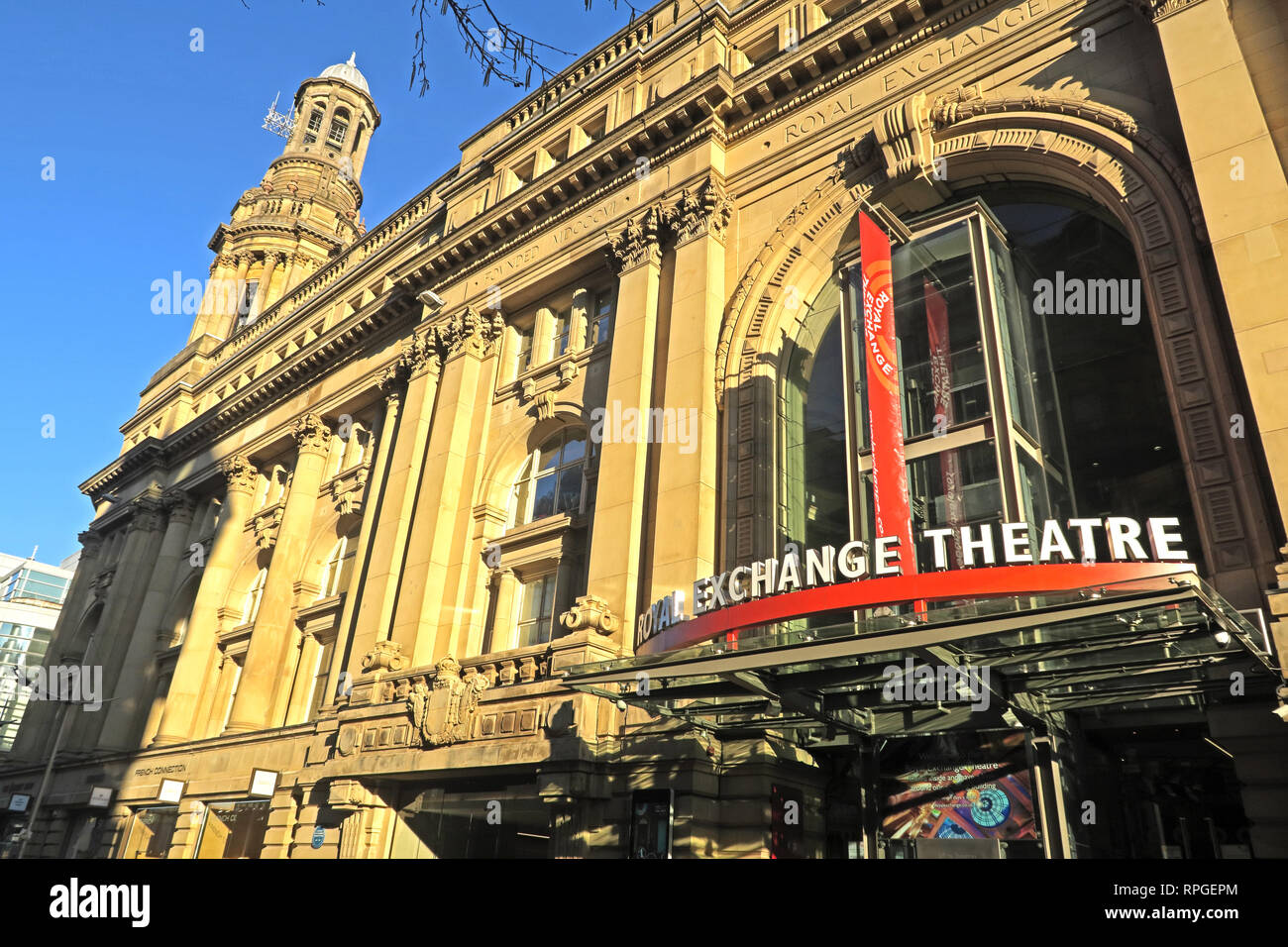 Laden Sie dieses Alamy Stockfoto Royal Exchange Theatre, St Anns Square, Manchester City Centre, North West England, Großbritannien - RPGEPM