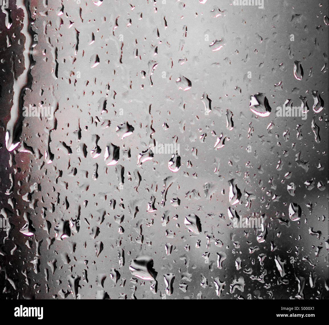 rain drops stockfotos rain drops bilder alamy. Black Bedroom Furniture Sets. Home Design Ideas