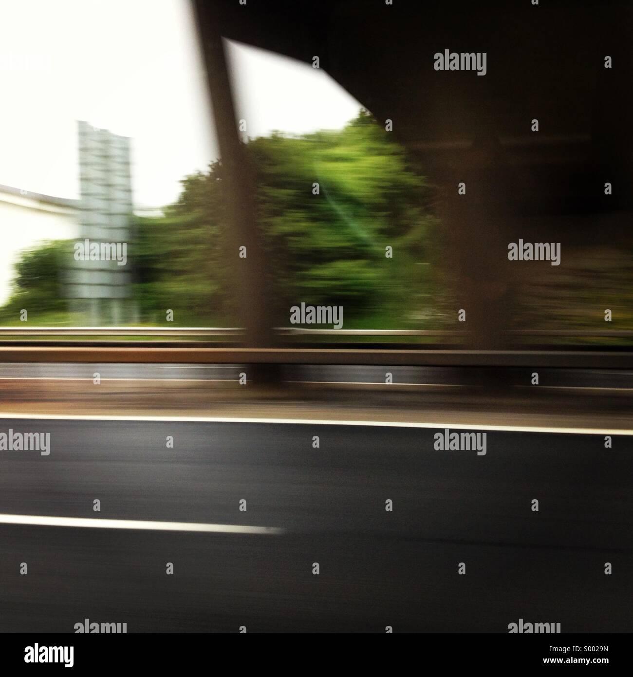 Autobahn mit Geschwindigkeit Stockbild