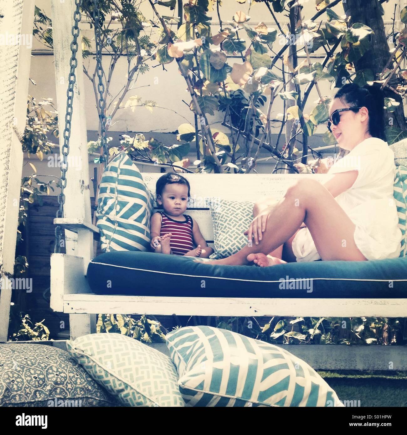 Mutter und Baby im Urlaub Stockfoto