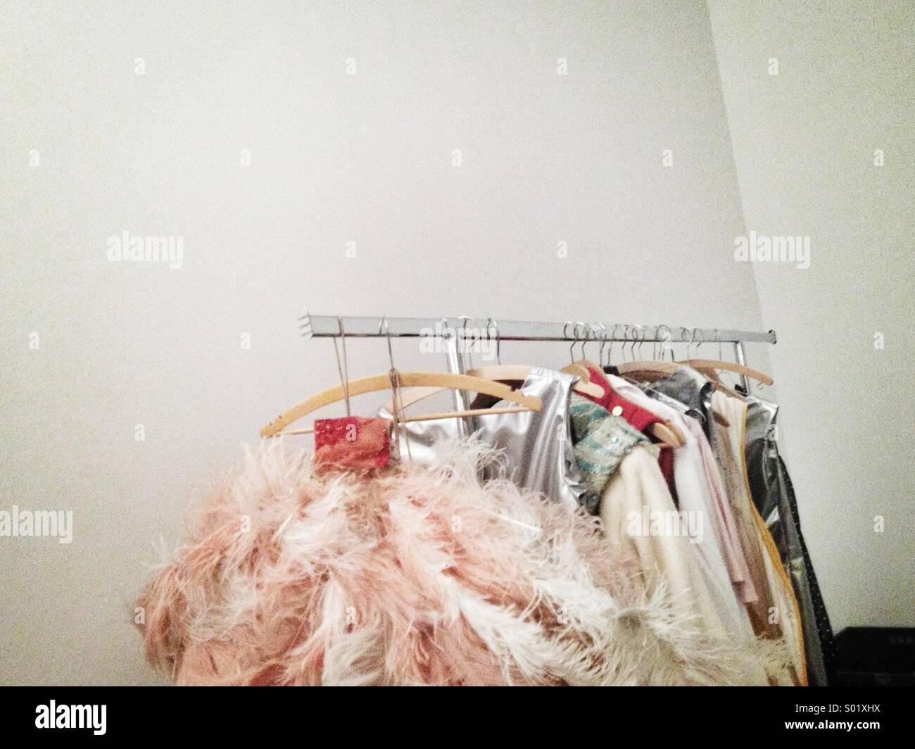 Kostüme auf rack Stockbild