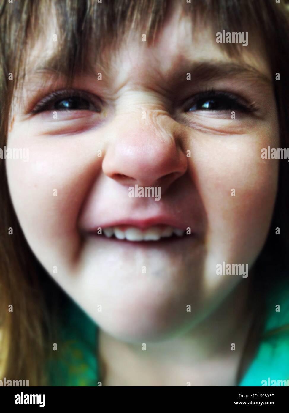 Dumme kaukasischen lächelndes goofy Gesicht Mädchen Stockfoto