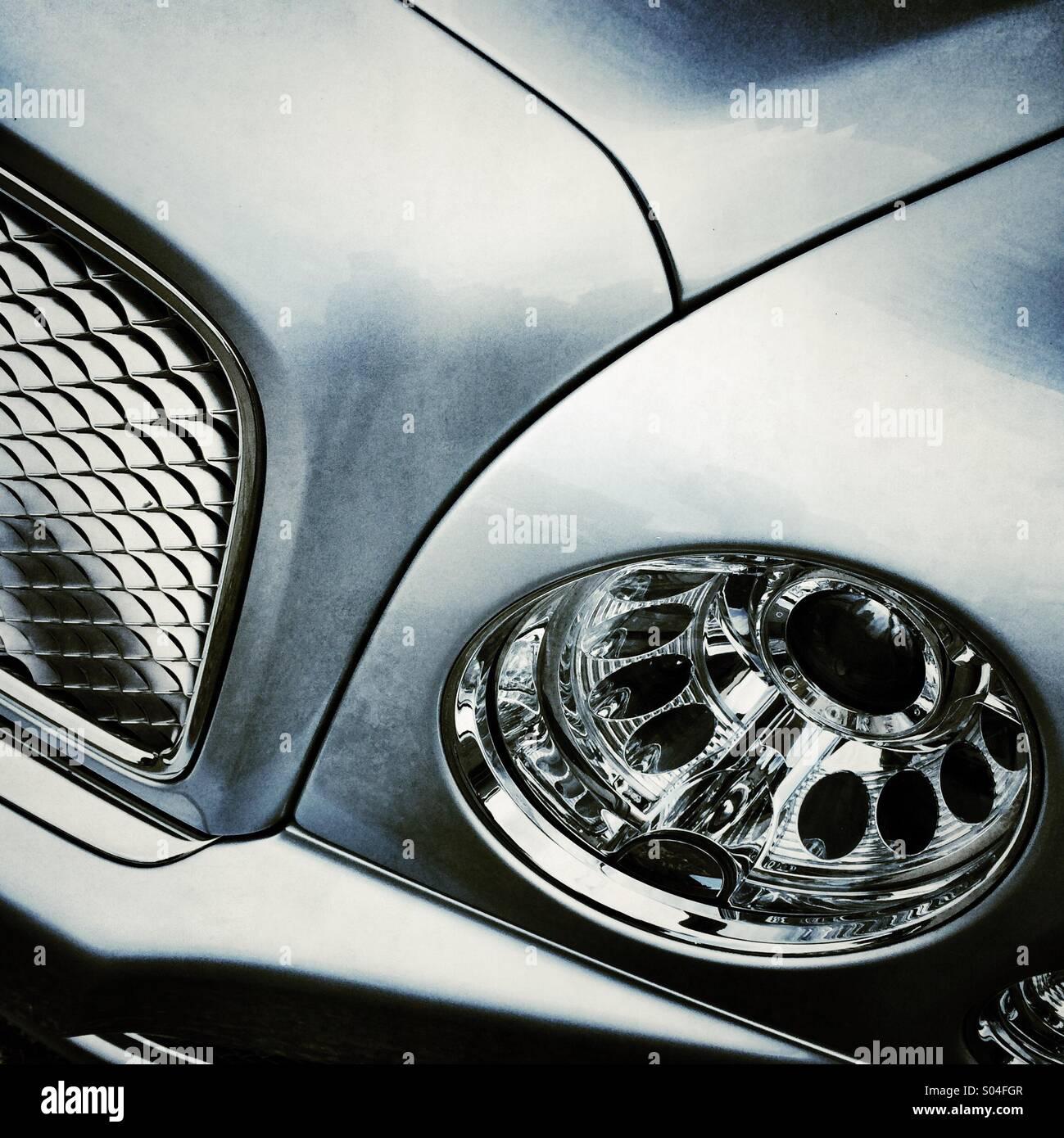 Vorne ein Bentley-Auto Stockbild