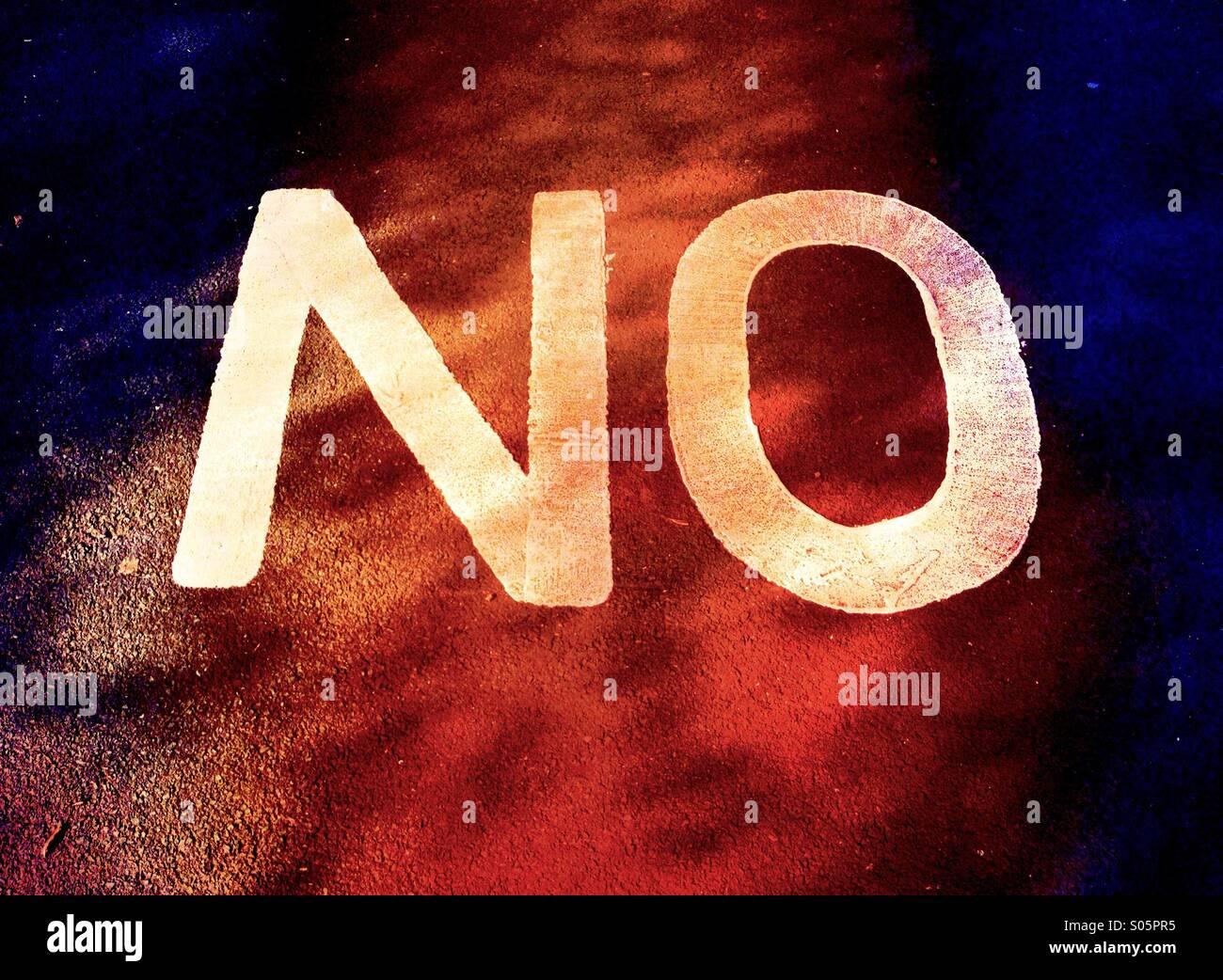 """Nahaufnahme des Wortes """"Nein"""" auf Bürgersteig Stockbild"""