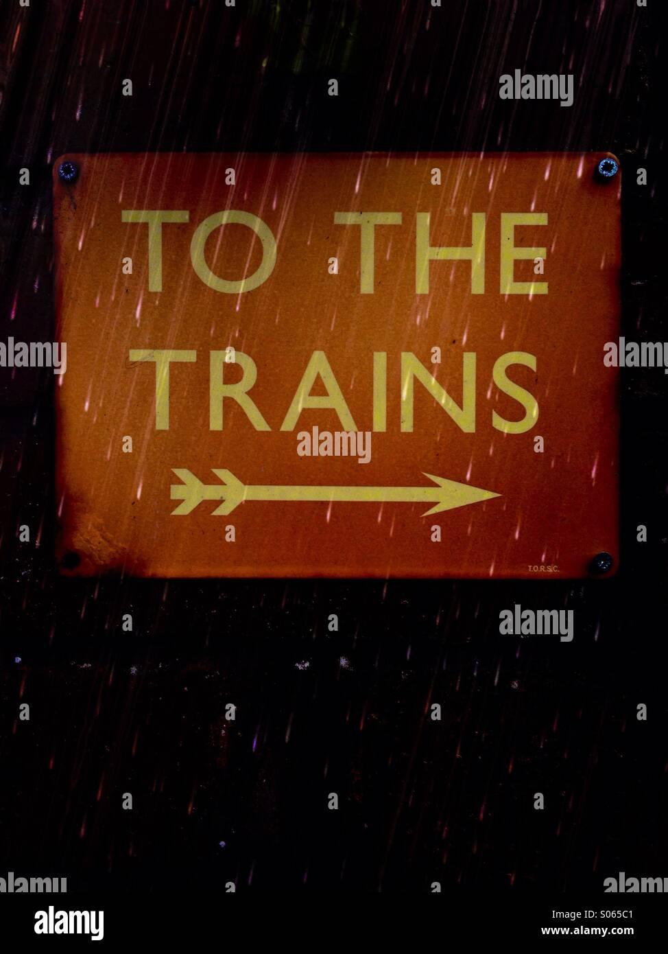 Nahaufnahme von einem der Züge-Zeichen Stockbild