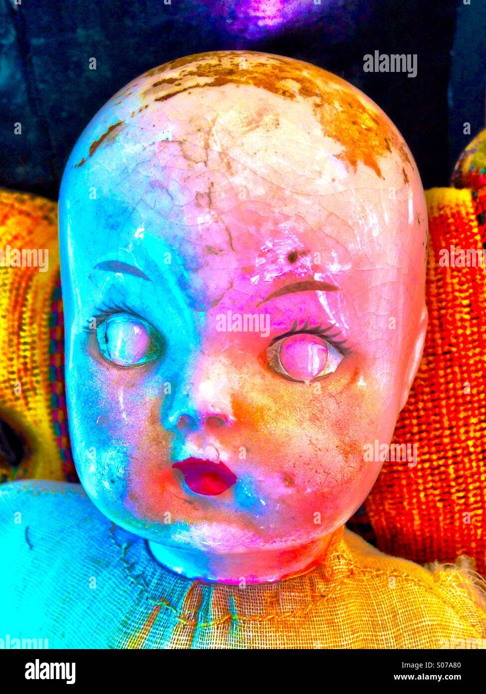 Vintage Puppe Kopf mit Farben Stockbild