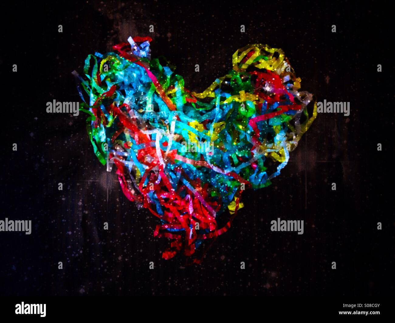 Bunte Luftschlangen in der Form eines Herzens Liebe Stockbild