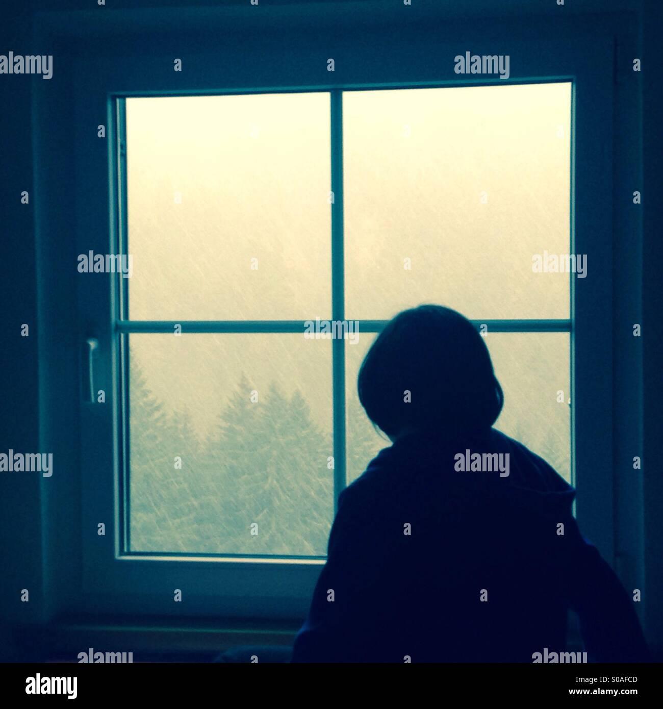 Blick durch das Fenster Stockbild
