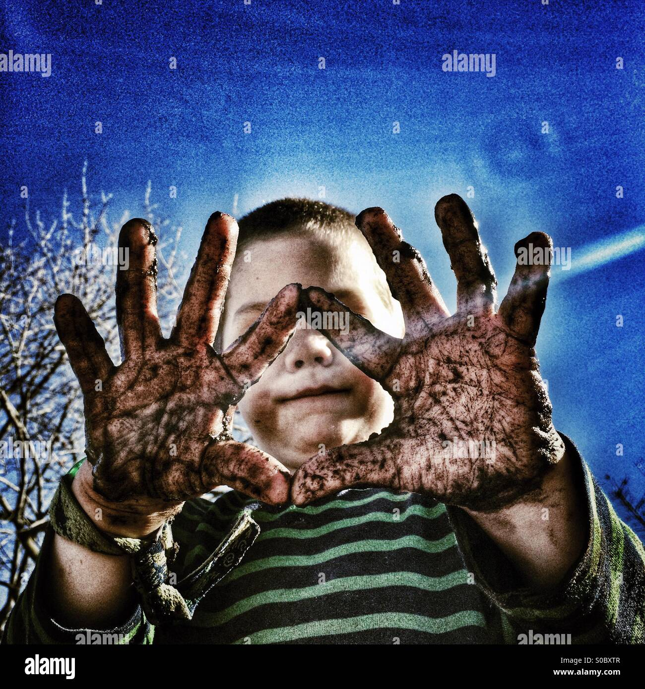 Schlammige Hände Stockbild