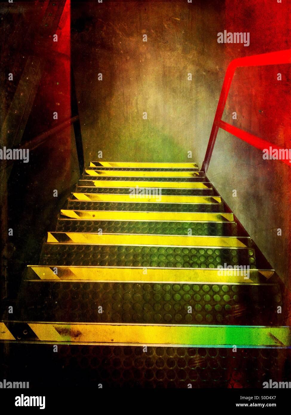 Treppe mit Gefahr Streifen auf Stockbild