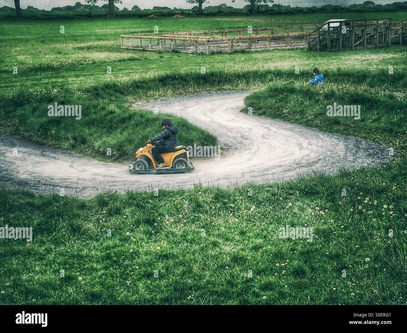 Kinder-Kart-Rennen Stockbild