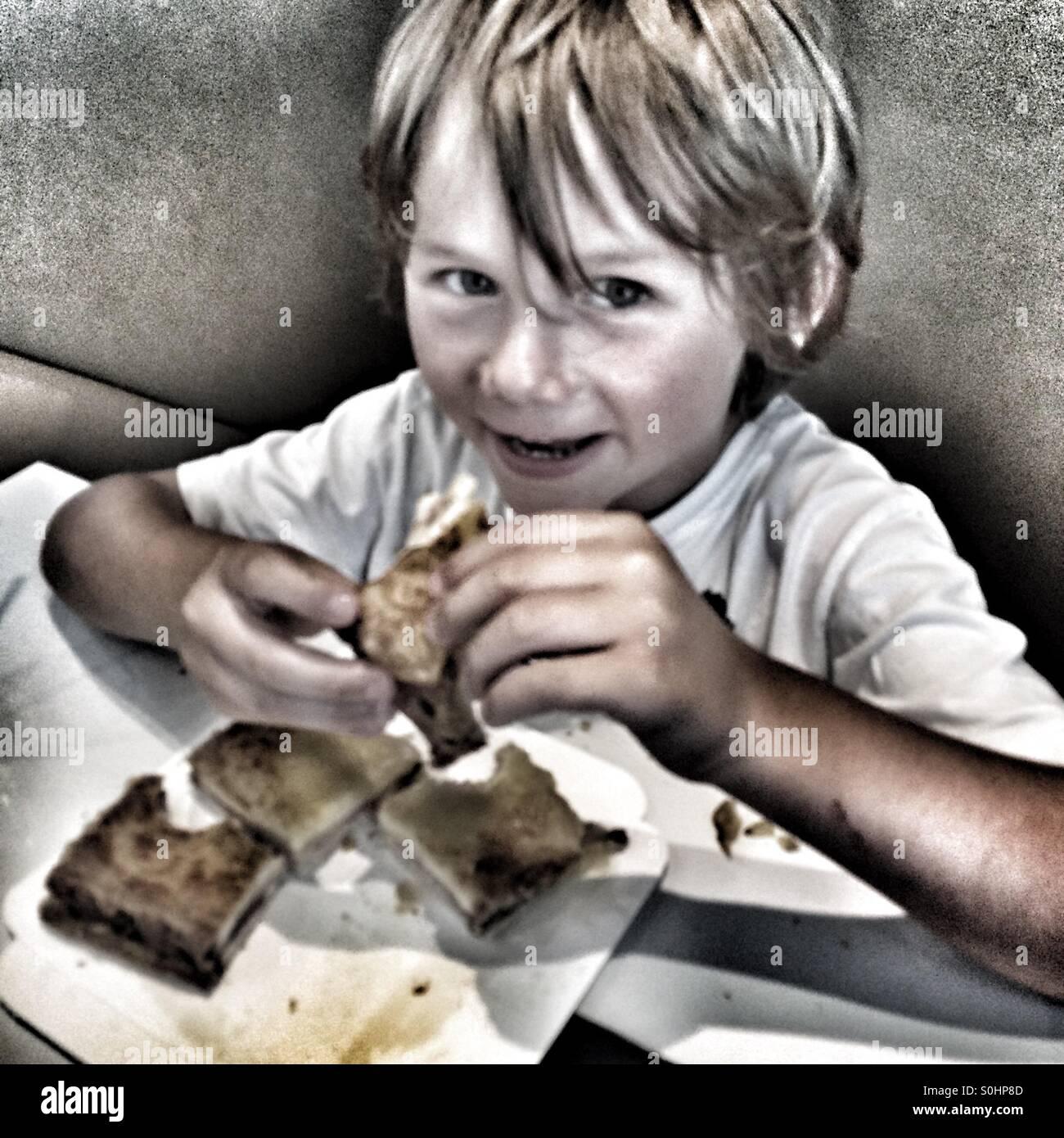 Fünf Jahre alten Essen sandwich Stockbild