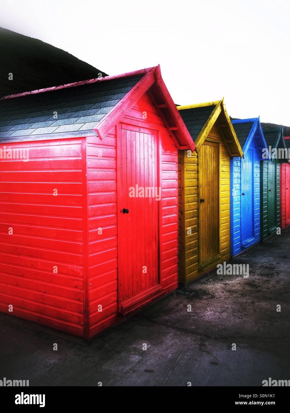 Farbenfroh Holzhütten am Whitby lackiert Stockbild