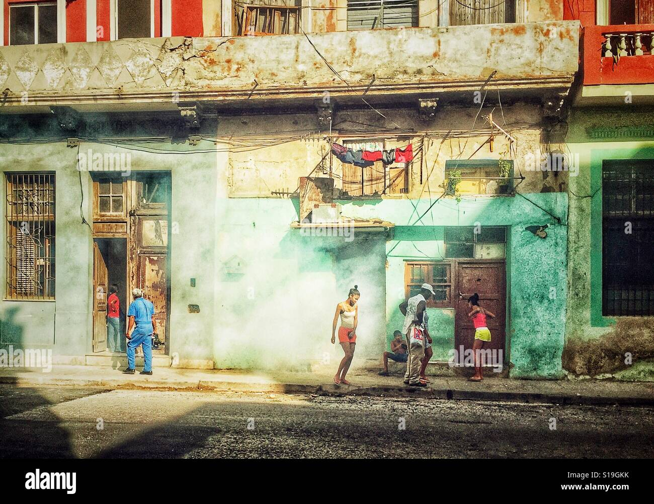 Kubaner auf den Straßen von Havanna Stockbild