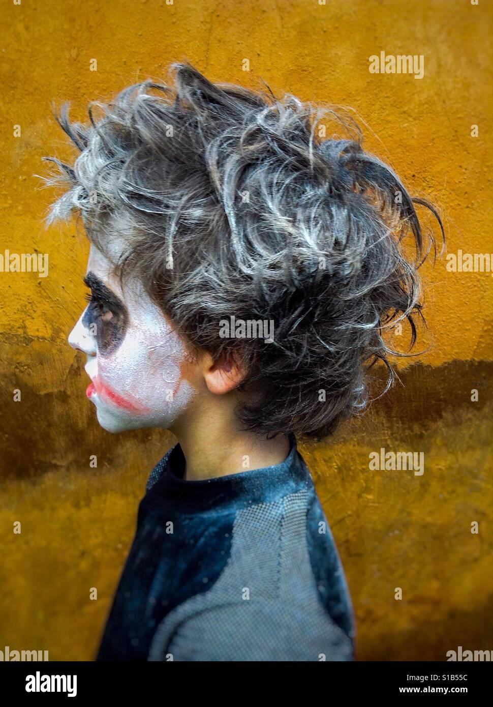 Zombie Kostüm Kind im Profil Stockfoto