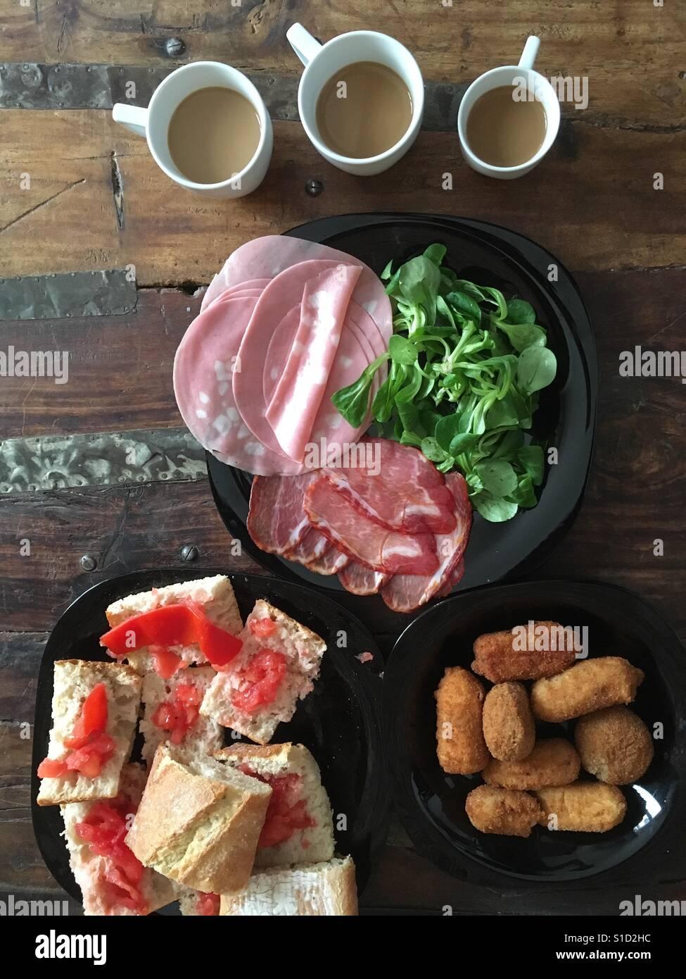Spanisches Frühstück und mocca Stockfoto