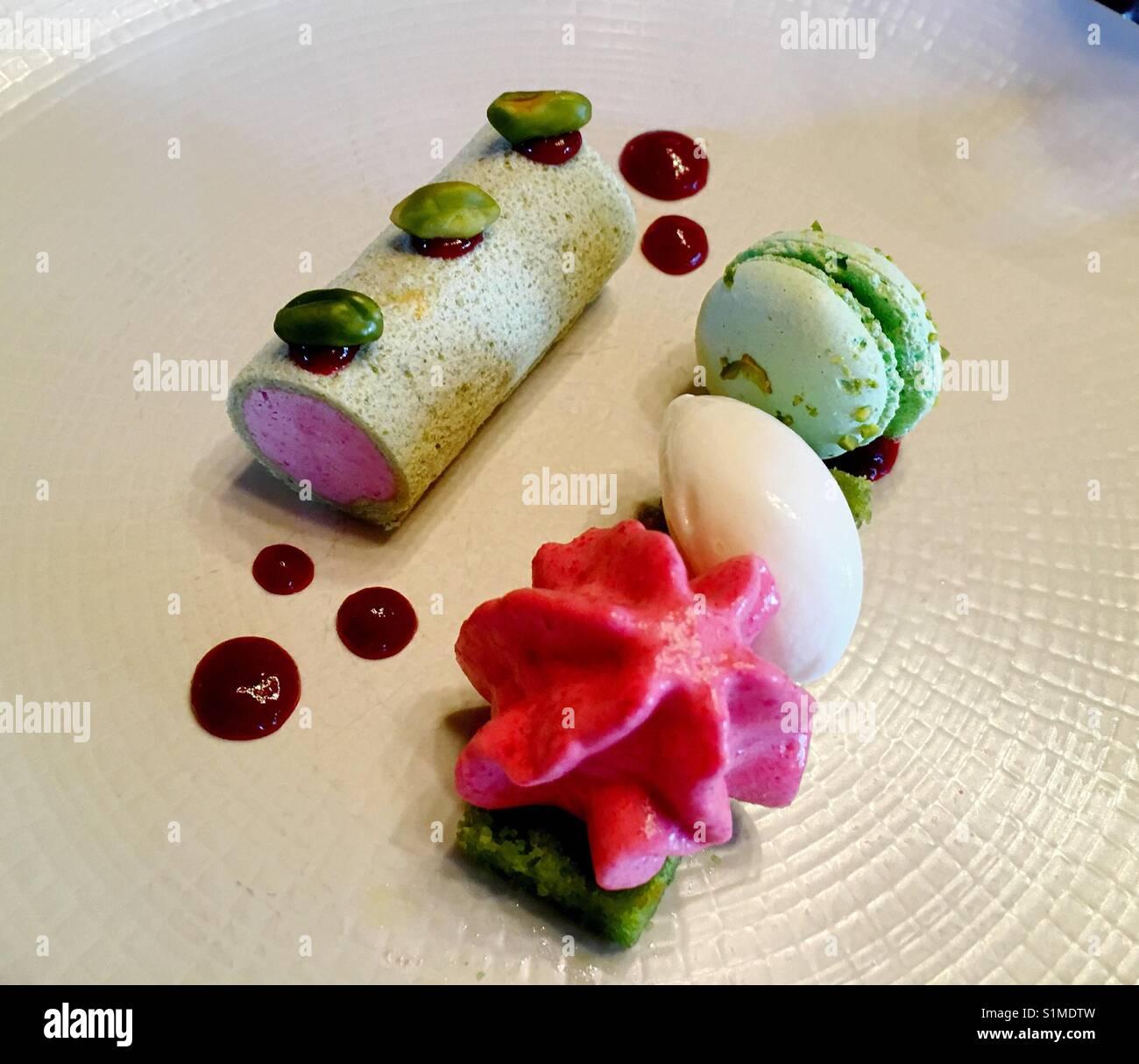 Dessert Kurs im Fine Dining Restaurant Stockbild