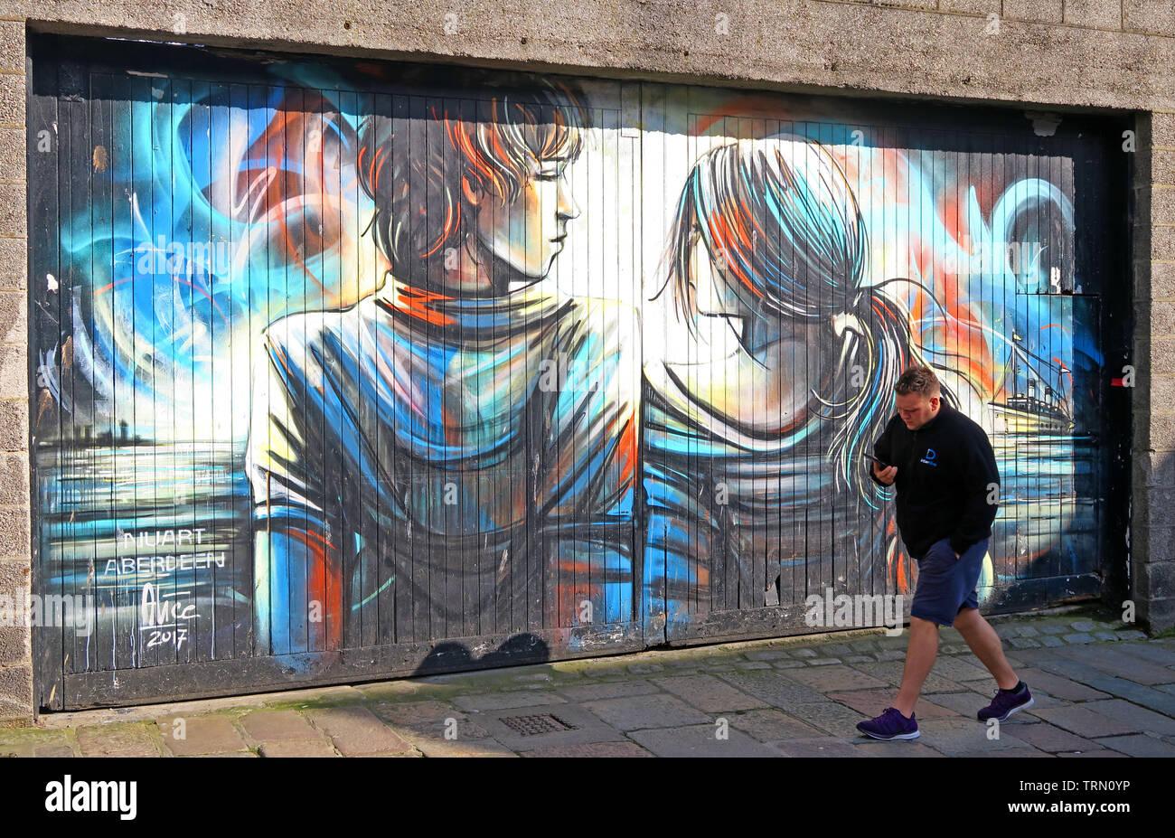 Dieses Stockfoto: Shiprow Street Art, Aberdeen, Schottland, UK - öffentliche Wandbilder für Nuart von Alice Pasquini - TRN0YP