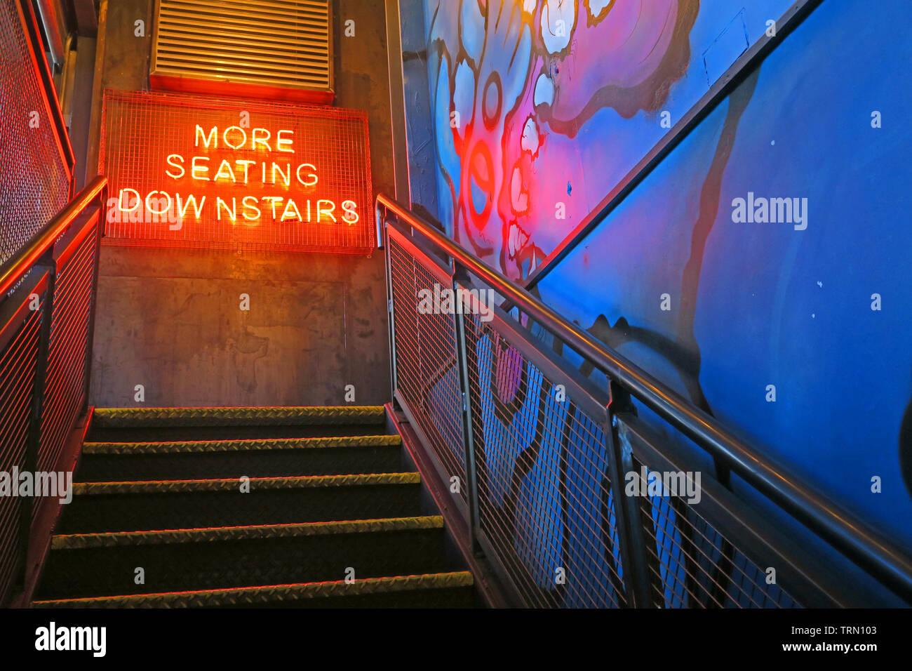 Dieses Stockfoto: Mehr Sitzplätze unten Rot Neon Sign, Brewdog Granary, Bar, 5-9 Union St, Aberdeen, Schottland, UK, AB11 5BU - TRN103