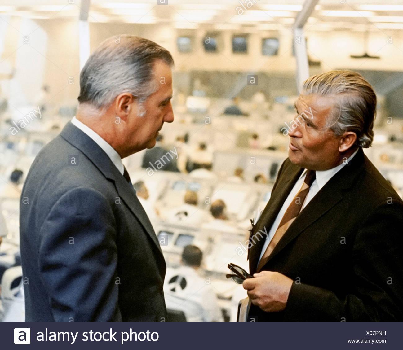 Wernher von Braun und Spiro Agnew Stockbild