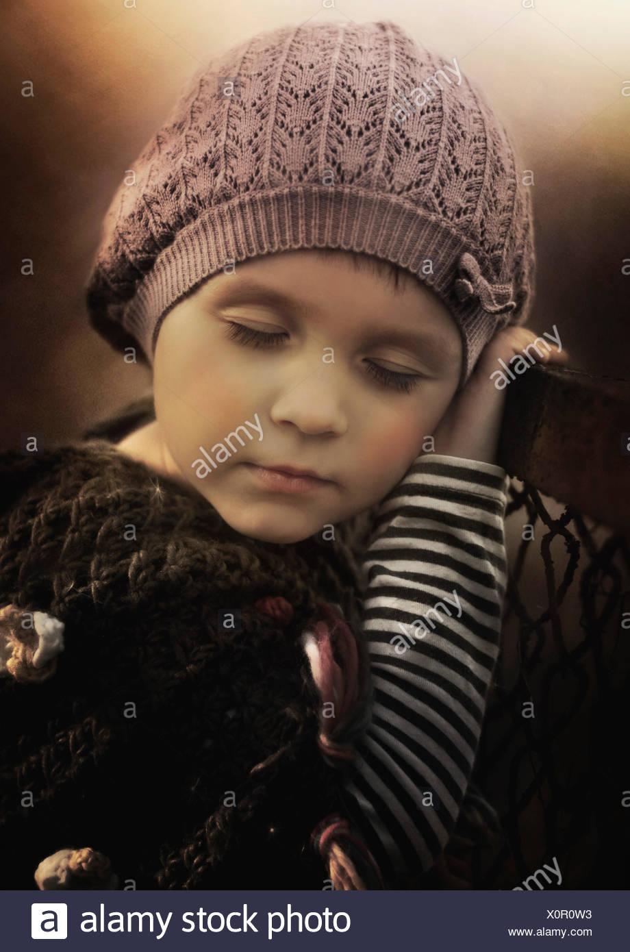 Porträt eines Mädchens mit geschlossenen Augen Stockbild