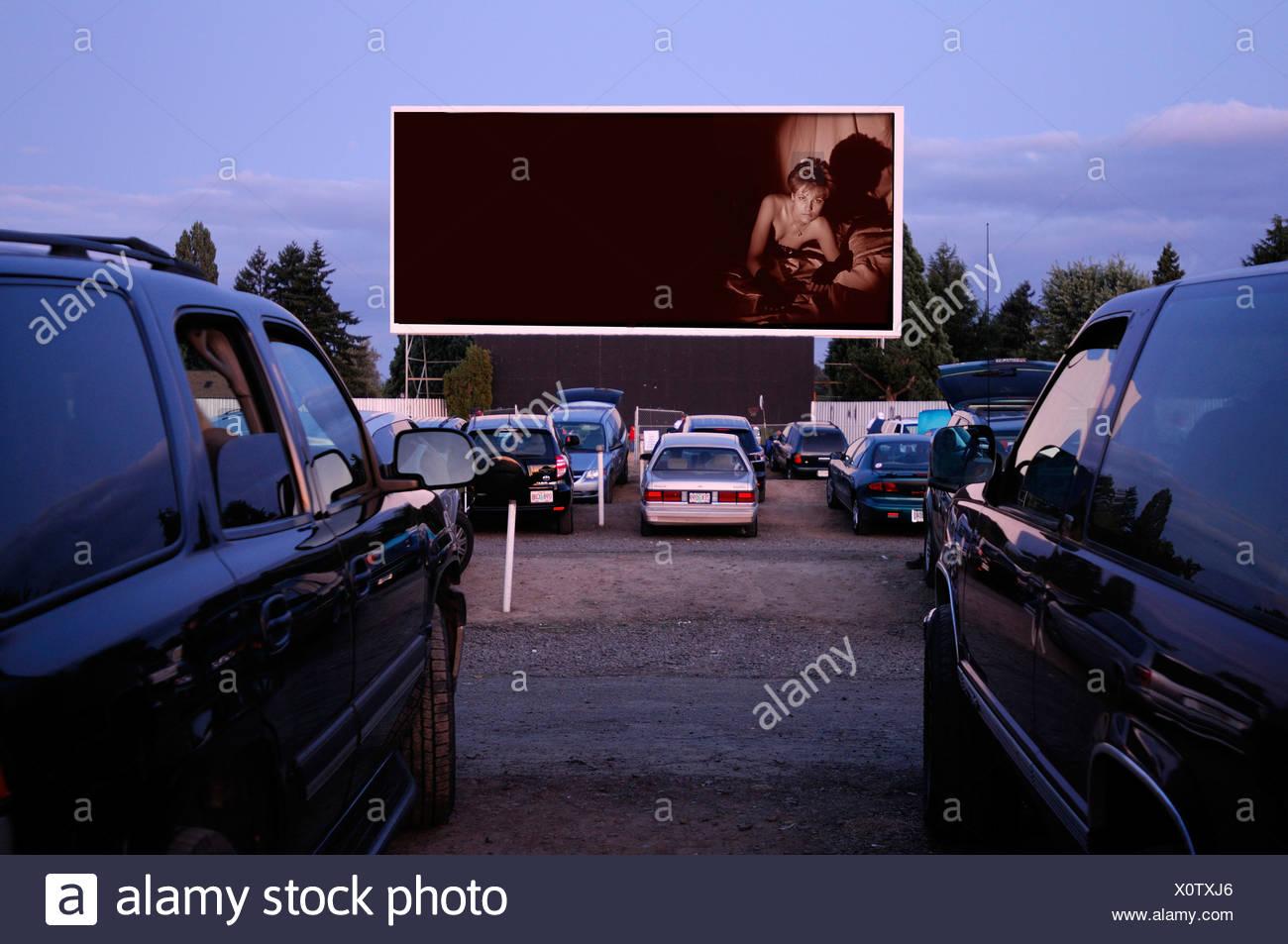 Motor Vu fahren In Dallas Oregon USA Kino parkende Autos Stockbild