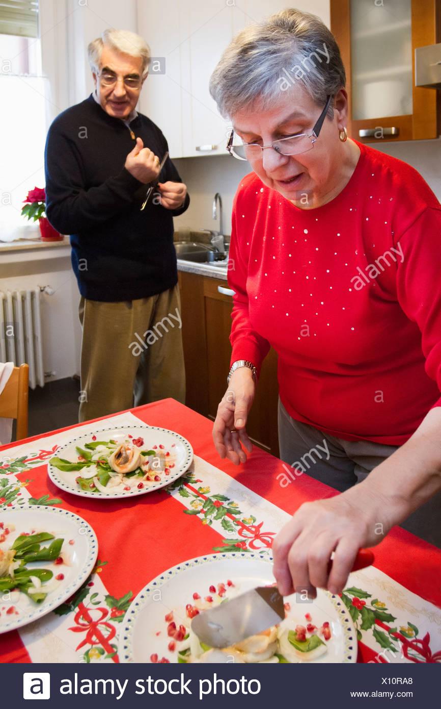 Älteres Ehepaar mit Abendessen zusammen Stockbild