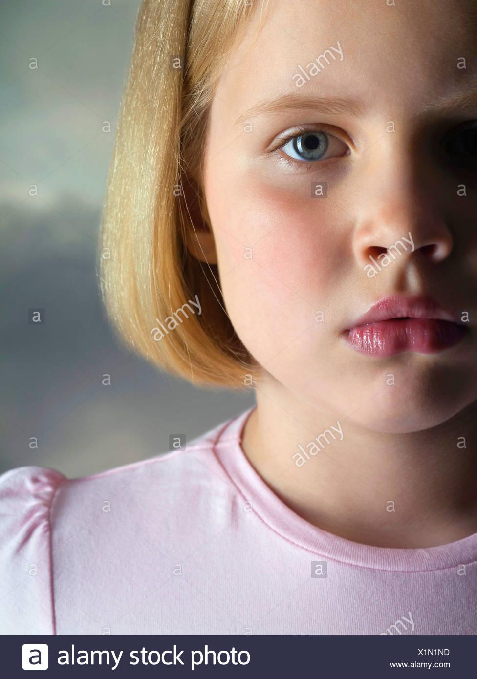 Porträt ein trauriges junges Mädchen Studio gedreht Stockbild