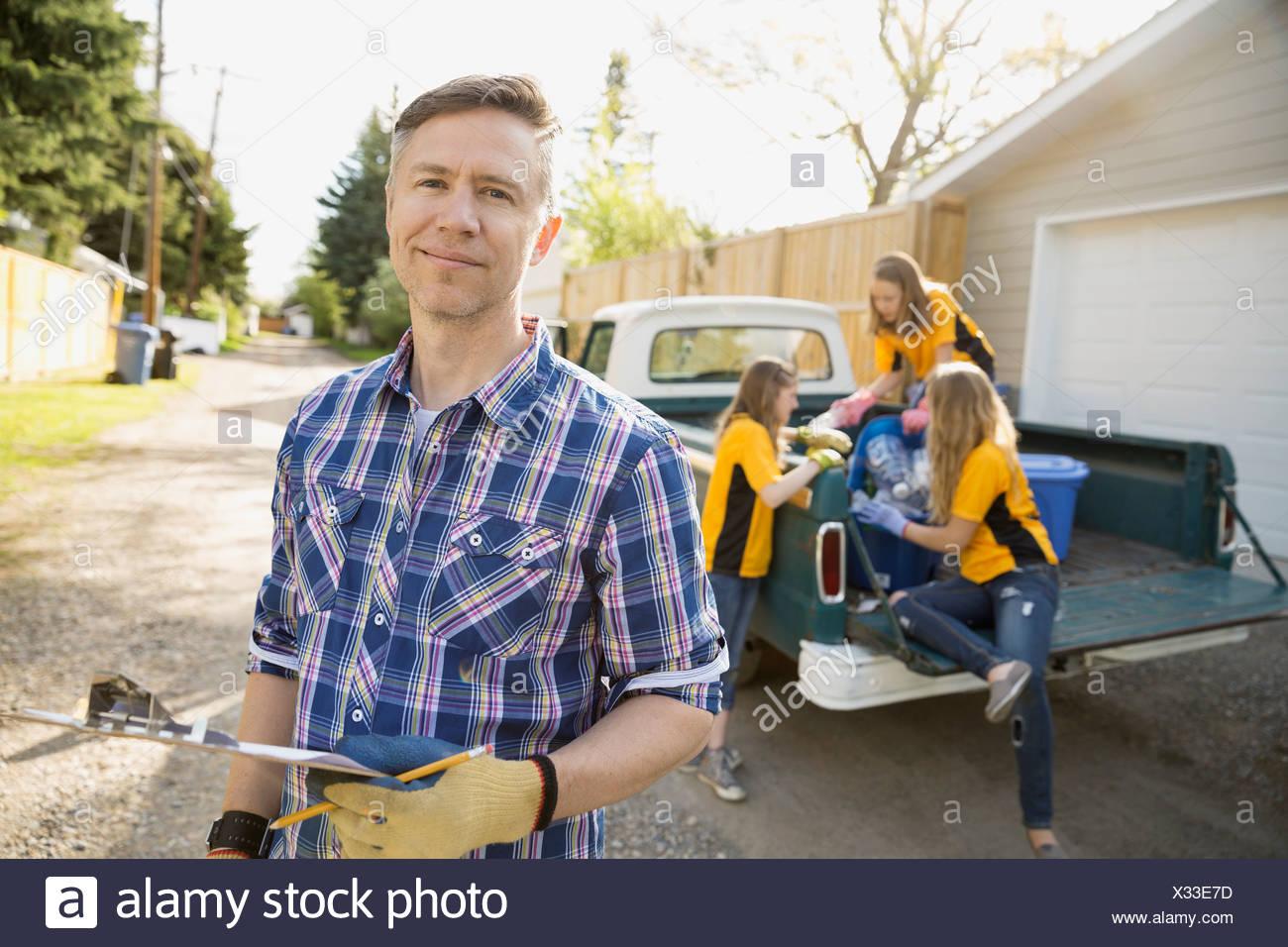 Vater und Töchter recycling Stockbild