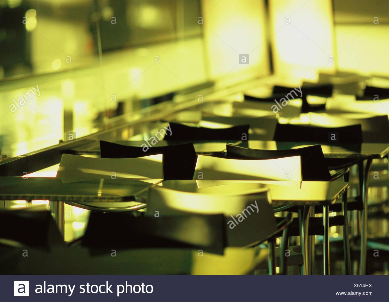 Leere Tische und Stühle. Stockbild