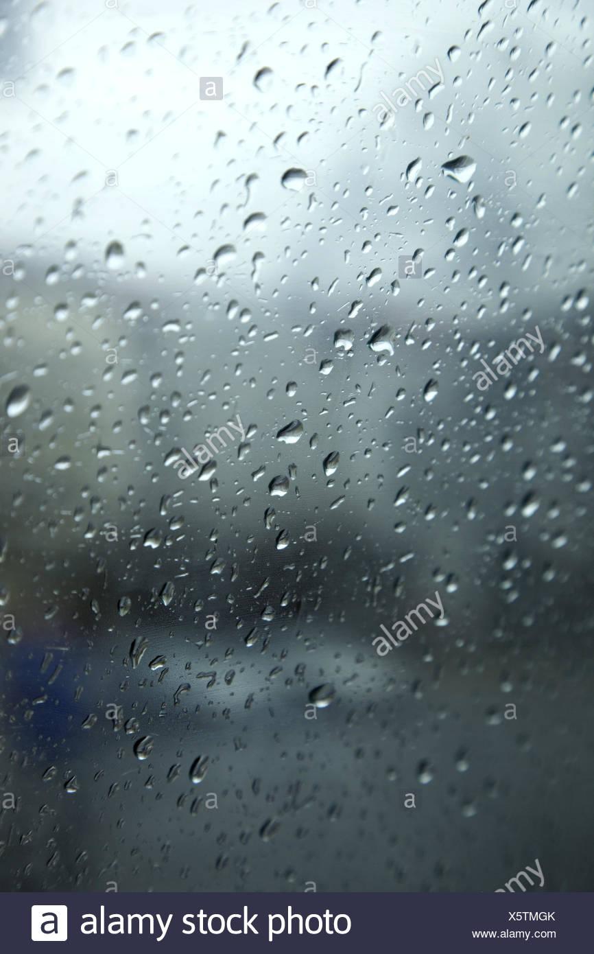 raindrops window pane stockfotos raindrops window pane bilder alamy. Black Bedroom Furniture Sets. Home Design Ideas
