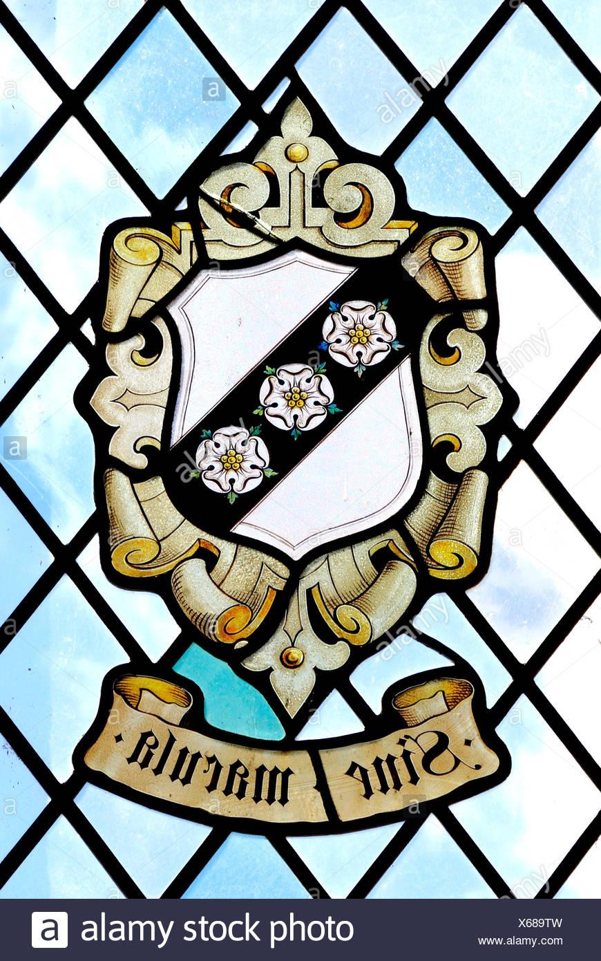 Sine Macula, ohne Makel, ohne Flecken, Heraldik, Heraldik, Buntglasfenster von Carey Family, East Barsham Manor, Norfolk, England, UK Stockbild